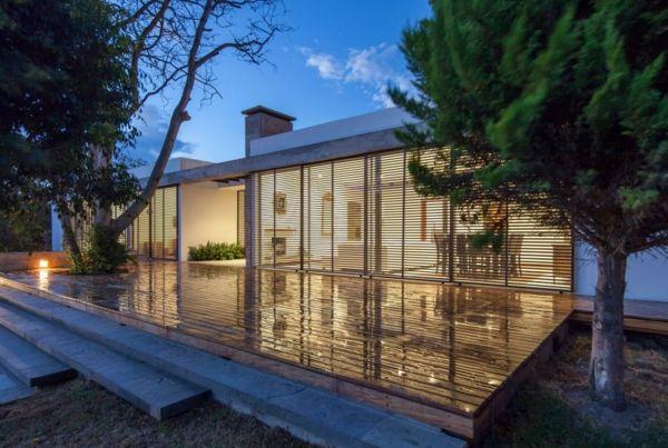 Glas Fassade Familienhaus Holz Terrasse Garten Bäume My favorite - pool mit glaswand garten