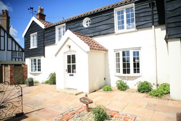 Sea View Thorpeness Great For The Larger Family Or A Group Of Friends Sea View Has Magnificent Views Over The Sea Its G Holiday Cottage Views House Styles