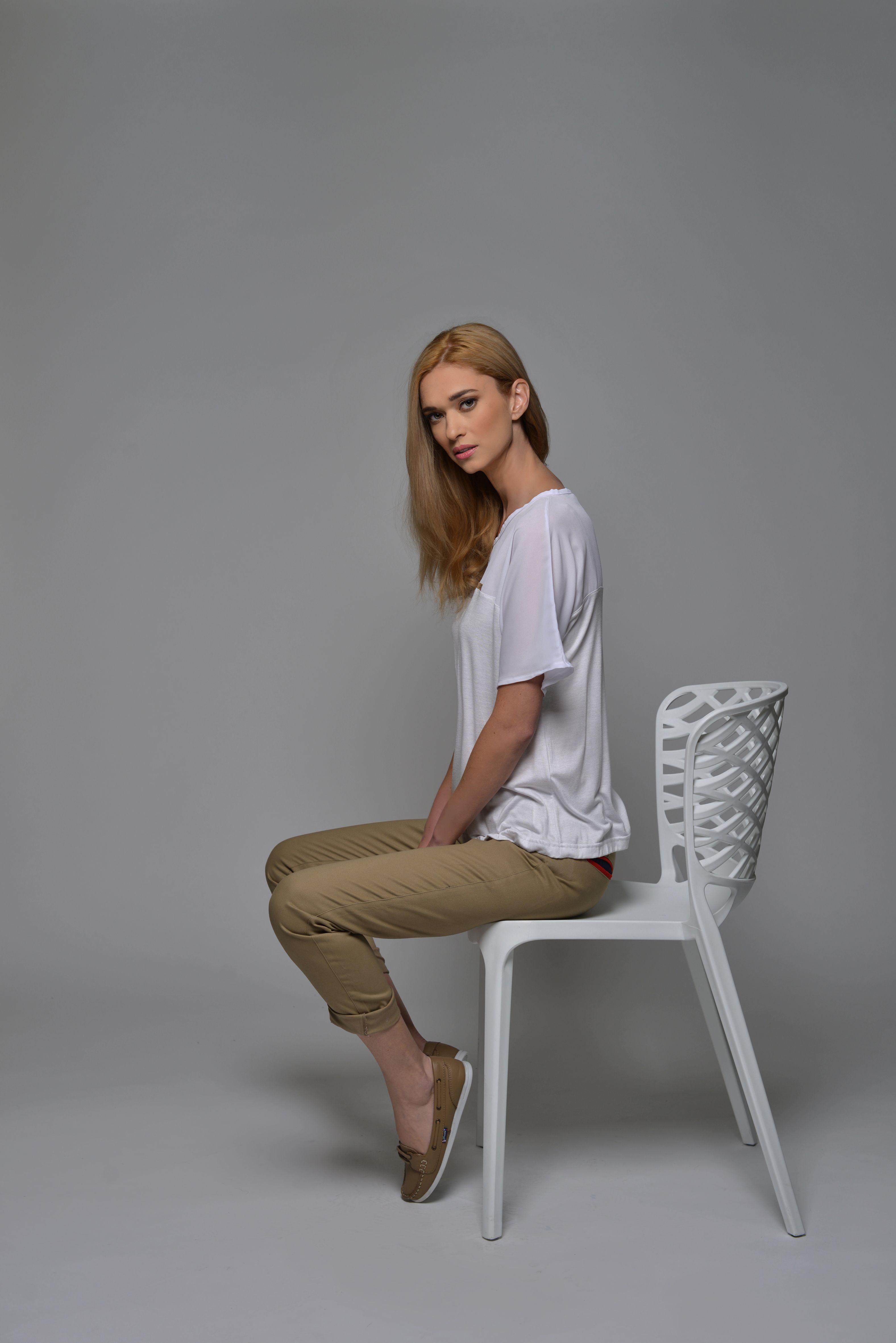 Look Camisa Sahara Oscuro Pantalones Hamptons Blanco Calzado