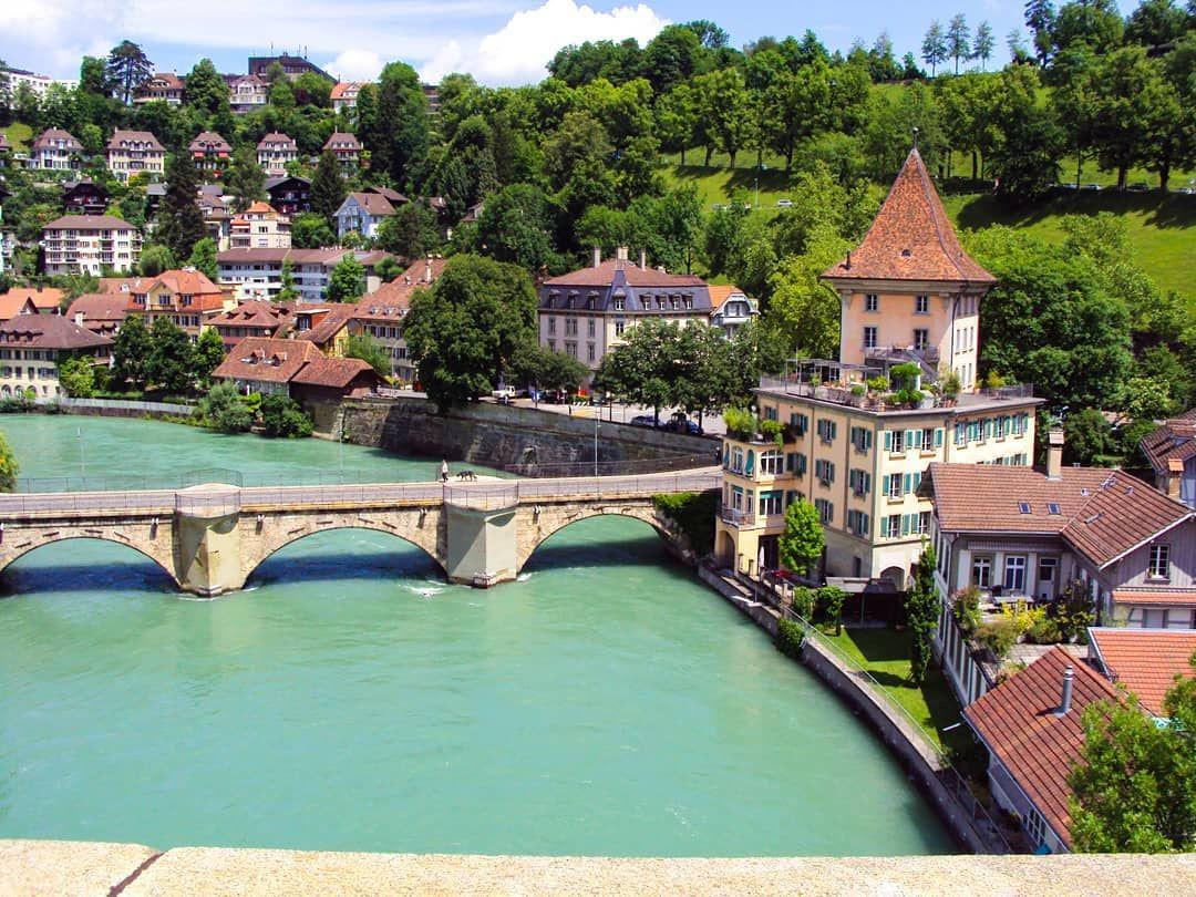 This Is The Charming Part Of Switzerland One Of My Favorite Town Is Bern Oldtown River Bridge Swiss S In 2020 Mit Bildern Reisefotografie Reiseblogger Schweiz