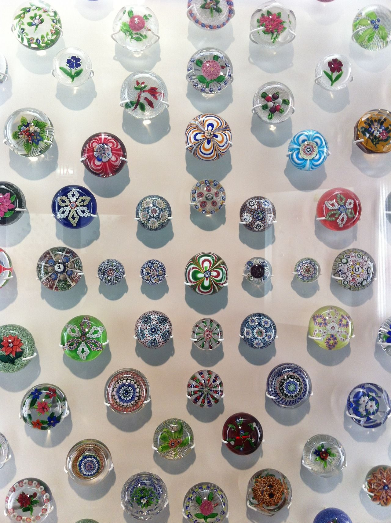 Typology of paperweights. Collection of the Art Institute, Chicago.