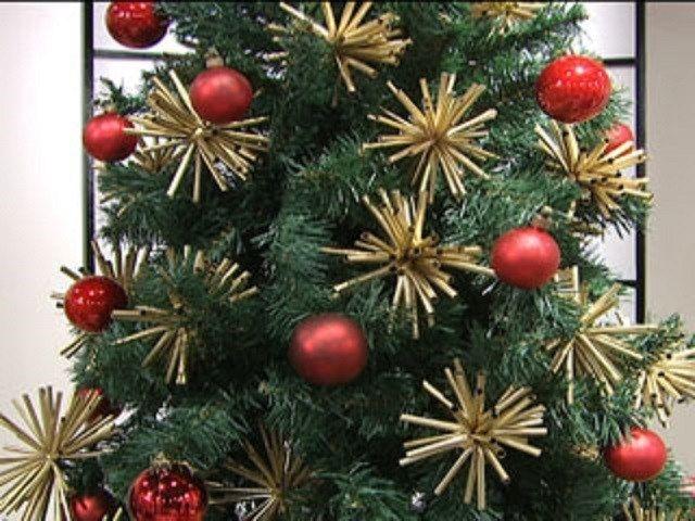 adornos dorados con pitillos reciclados ideas para decoracion