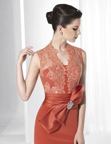 eb472275b Vestidos de fiesta largo color naranja con falda lisa y cuerpo de encaje.