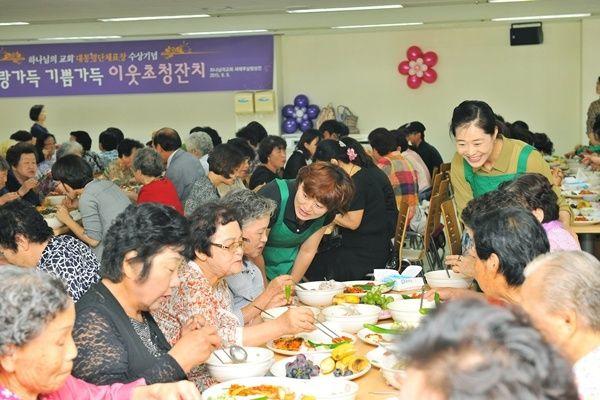 성남분당 하나님의교회(안상홍님) 이웃초청잔치 삼계탕·과일 등 음식 대접 & 수건 생필품 전달