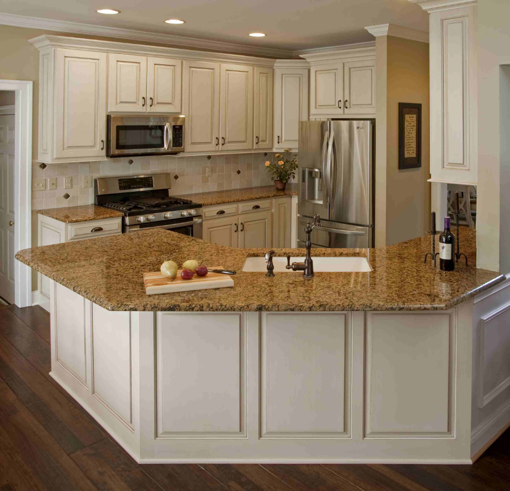 Brown To White Kitchen Cabinets: This White Kitchen Cabinets With Brown Granite Countertops