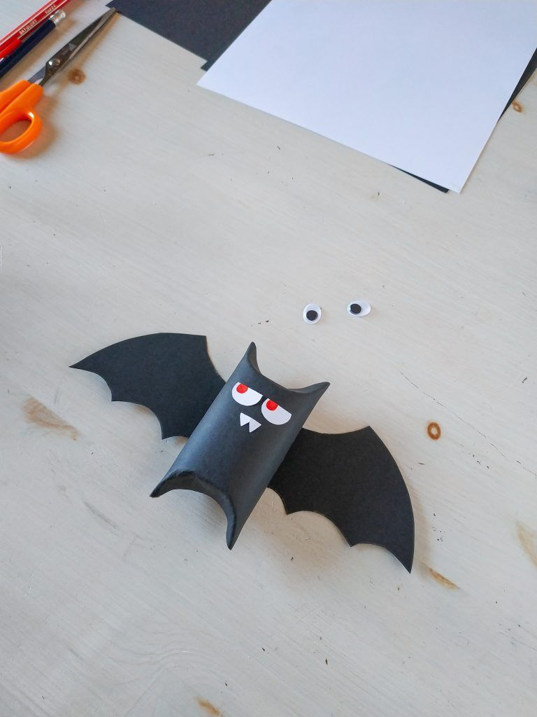 Bat Tutorial Cómo Hacer Un Murciélago Para Halloween Reciclando Pimienta Y Purpurina Como Hacer Un Murcielago Murcielagos Halloween Manualidades