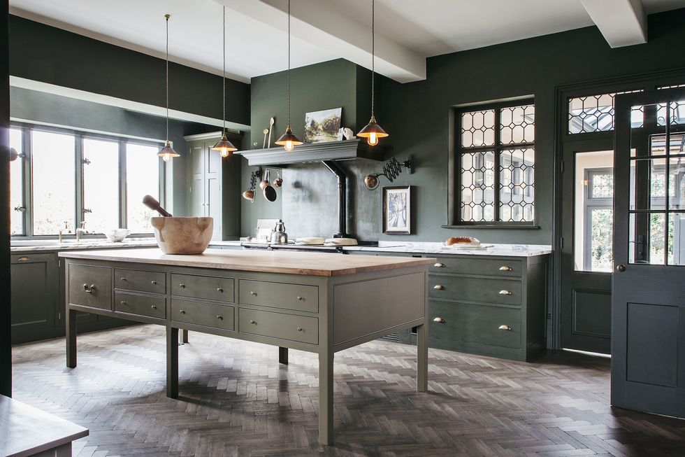 Get The English Country Kitchen Of Your Dreams With These Brilliant Ideas In 2020 English Country Kitchens Plain English Kitchen New Kitchen Designs
