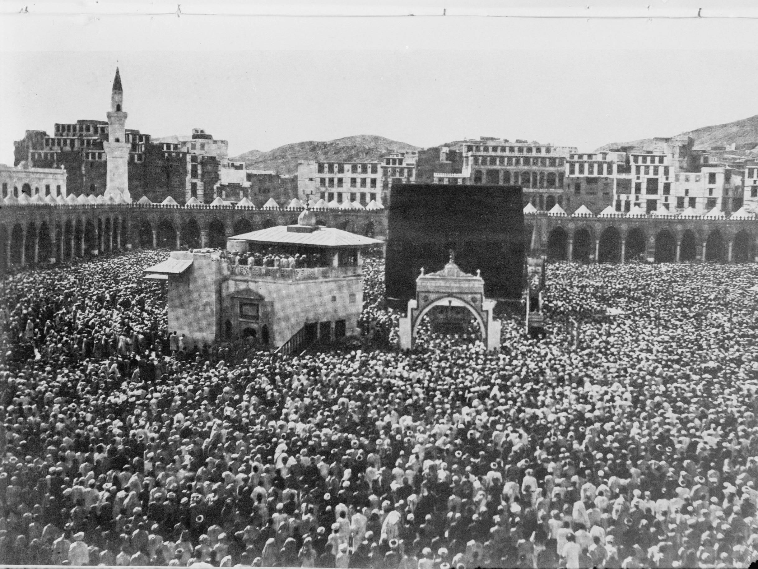 Pilgrims On Hajj Reach Their Destination The Kaaba At Al Haram Mosque Mecca Circa 1910 2437 1830 Mecca Hajj Pilgrimage Mosque