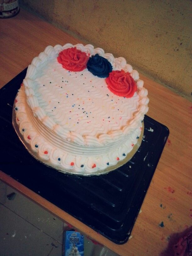 White Buttercream icing... Cake by me