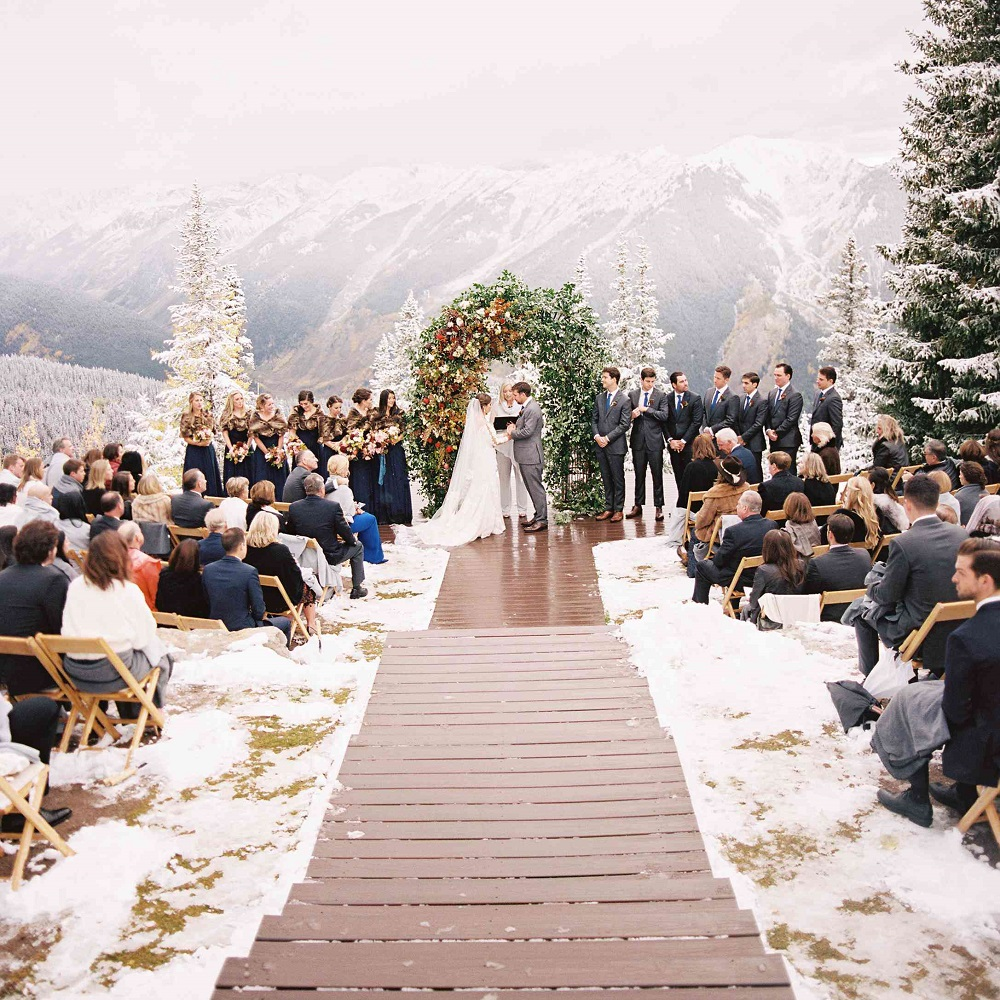 15 Outdoor Wedding Ideas That Are Totally Genius: Ideas To Have A Classy Christmas Wedding
