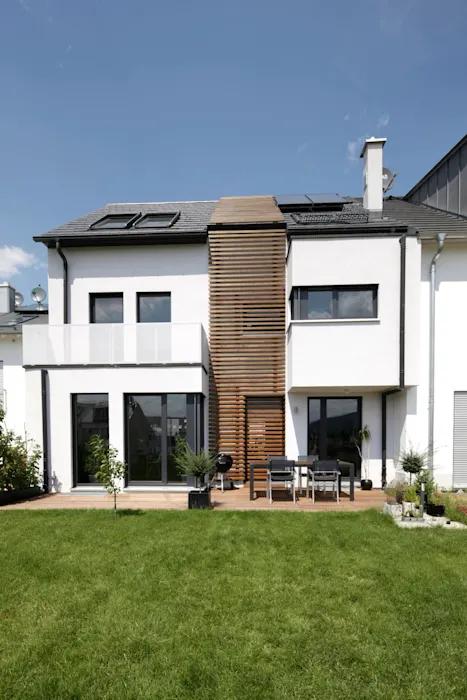 Gartenansicht mit holzfuge von in_design architektur minimalistisch | homify