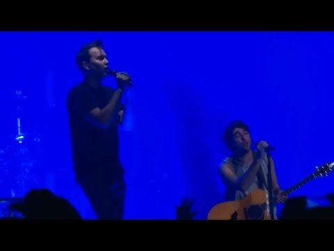 """Mark Hoppus sobe ao palco de show do All Time Low para performance de """"Tidal Waves"""" #Show, #Single, #Sucesso http://popzone.tv/mark-hoppus-sobe-ao-palco-de-show-do-all-time-low-para-performance-de-tidal-waves/"""