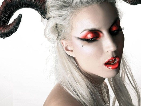 Trucco Halloween da diavolessa spietata  8906a3eccab7
