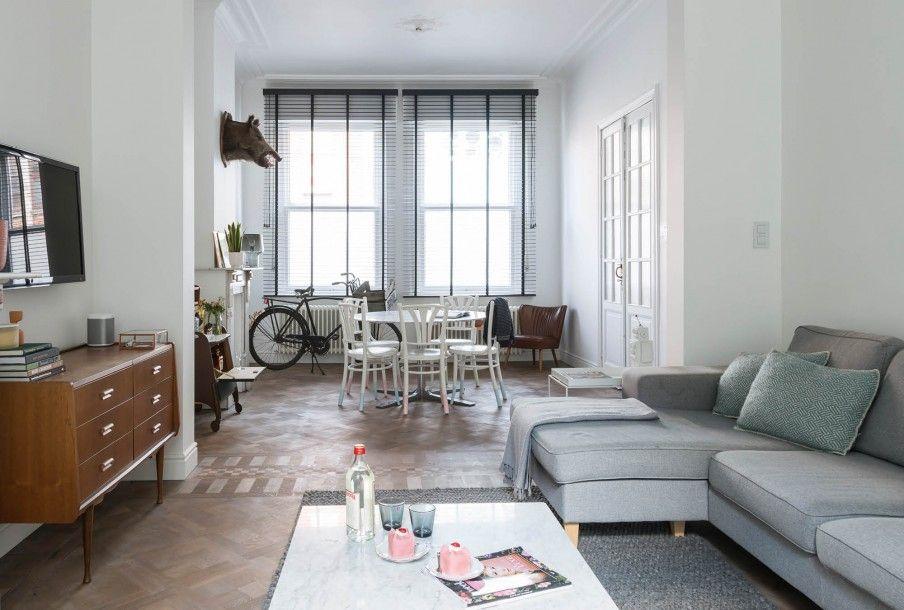 Lichte woonkamer met grijze bank en witte eetkamer | Bright living ...