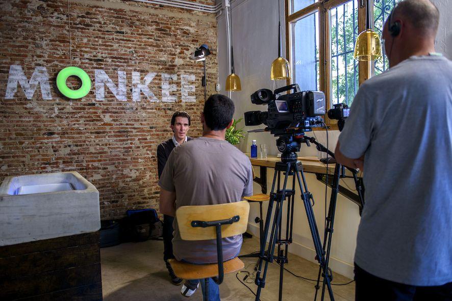 Más entrevistas para televisión en Monkee Koffee