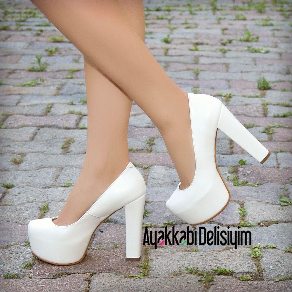 25b02e3531f10 Beyaz Kalın Topuklu Ayakkabı #white #heels #bridal   Gelin ...