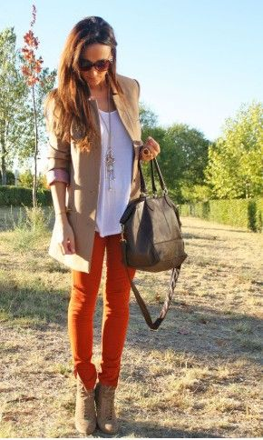 I love this khaki and orange combo! It adds a pop of color to this fall outfit.