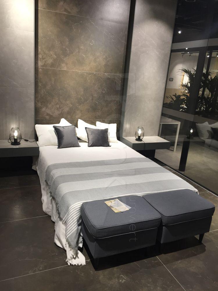 Einrichtungsidee Für Ein Modernes Schlafzimmer. Wand  Und Bodenfläche Mit  Fliesen In Naturstein #fliesen