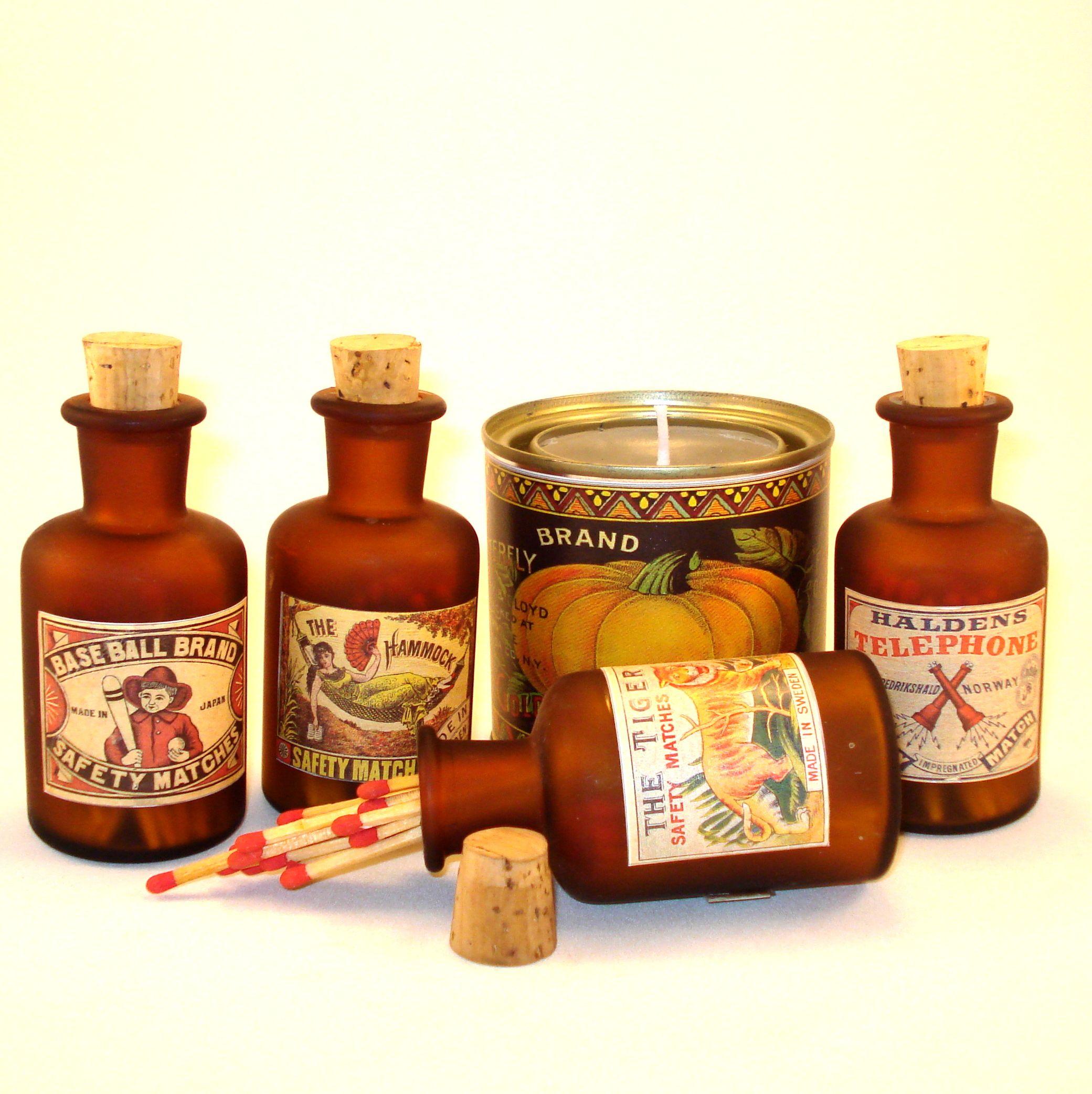 Linha de fósforos Vintage em frascos de antigas boticas e rótulos do inicio do século 20.