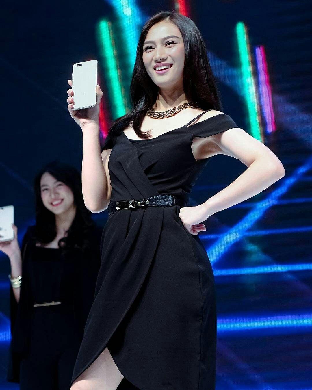 Pin di Melody Nurramdhani Laksani JKT48