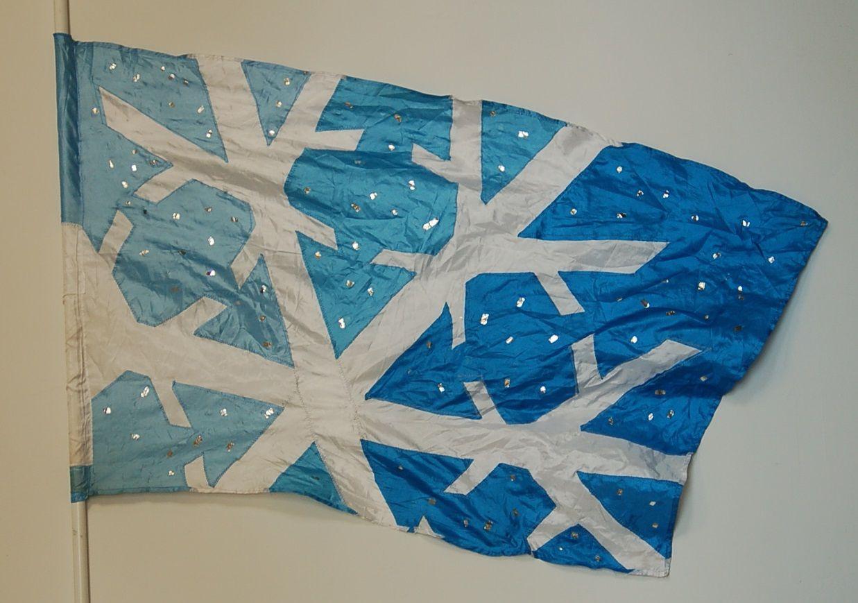 10 flags, 35x58, cornflower/white/sky poly china w/ mylar accent