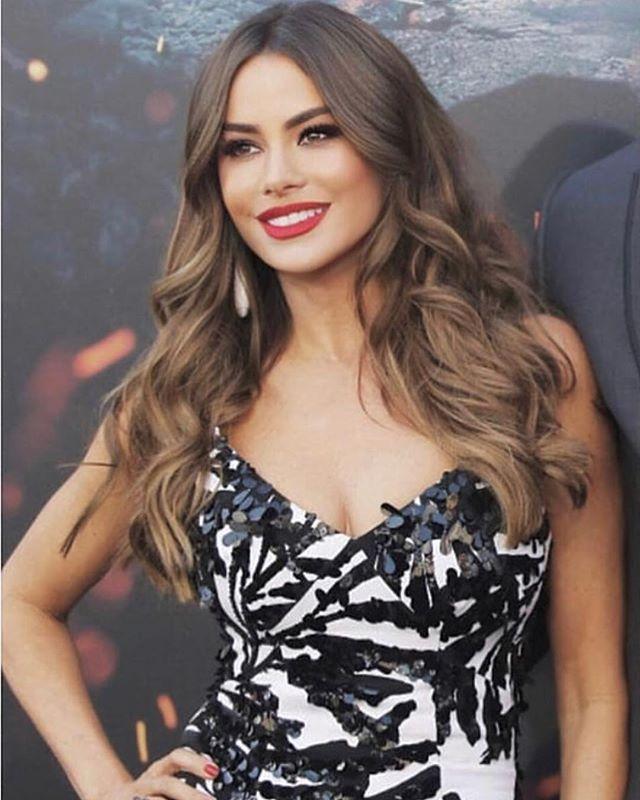 Sofia Vergara Rocking Glam Seamless Hair Extensions Glam Seamless