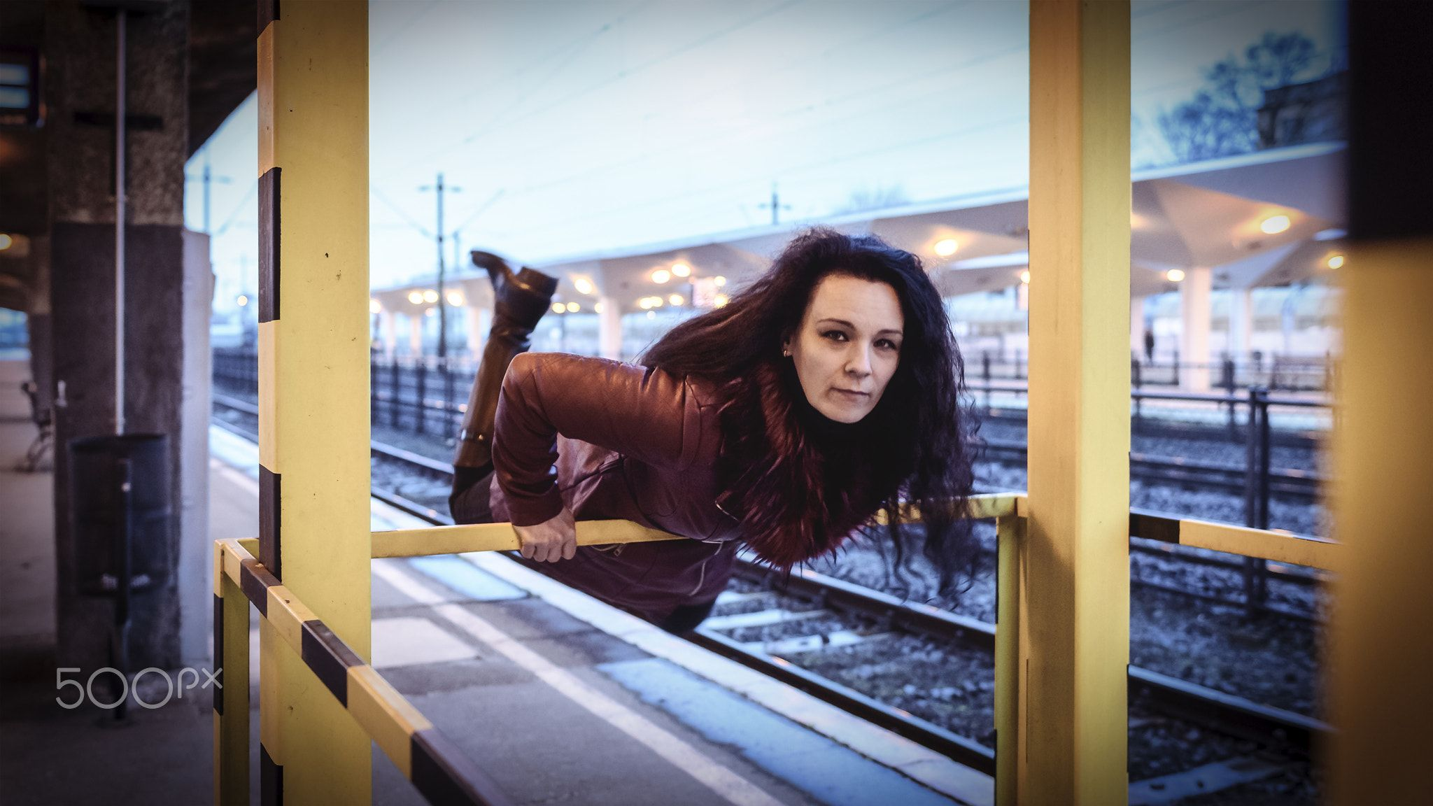 Woman modell - A female model runs after the train