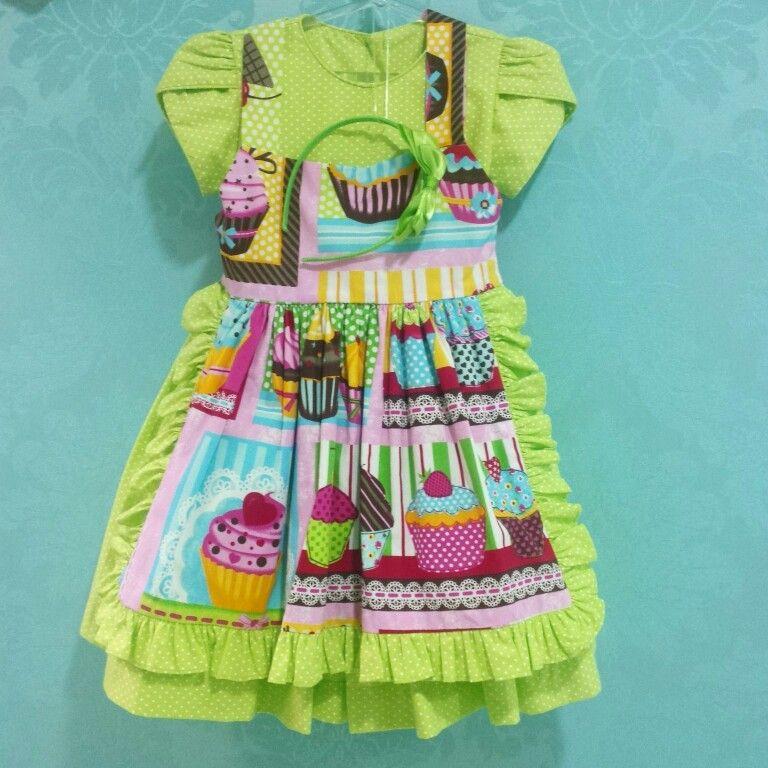 Vestido tema de Festa Patisseriê! Ele é inspirado na decoração de docerias parisienses, possui ilustrações de doces ...