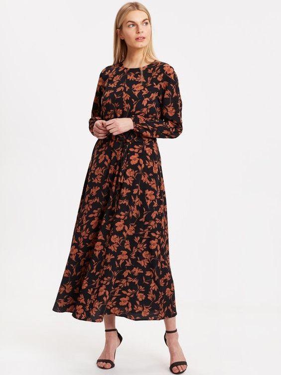 Lcw Bayan Elbise Modelleri Siyah Uzun Klos Etekli Uzun Kol Cicek Desenli Elbise Siyah Topuklu Ayakkabi The Dress Elbise Moda Stilleri