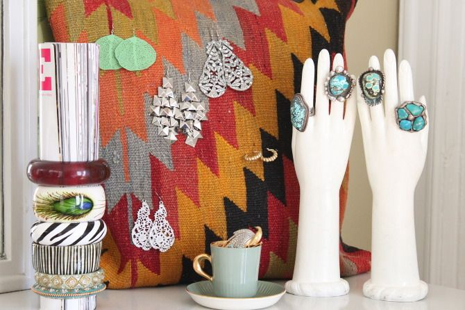 clever jewelry display hands out of rubber gloves and plaster - what a good idea!