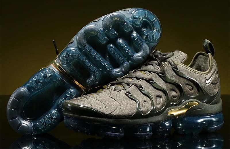 89340c8f36 NIKE AIR VAPORMAX PLUS [CARGO KHAKI / SEQUOIA-CLAY GREEN] 924453-300 ...