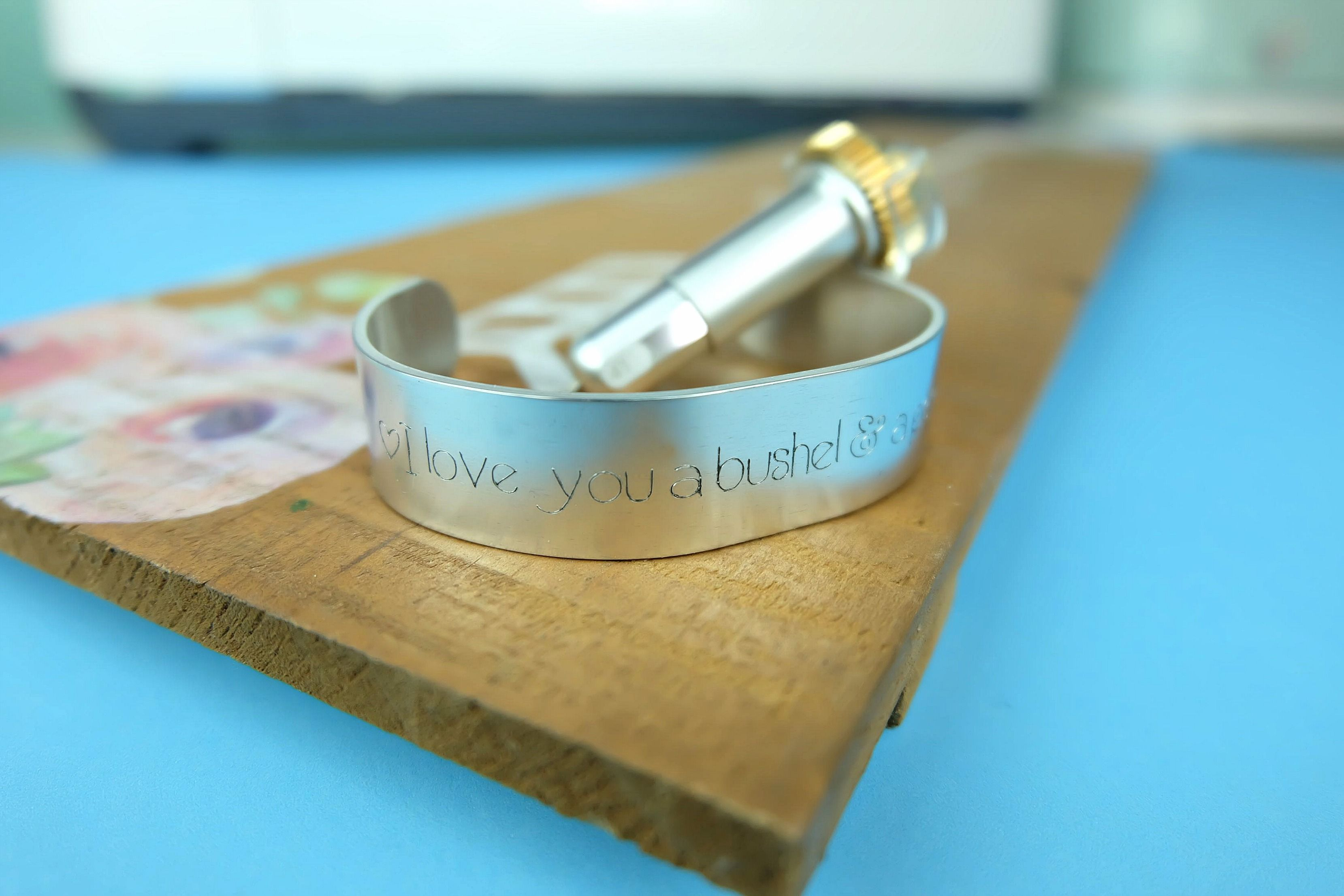 Diy engraved quote bracelet 10 minute cricut project