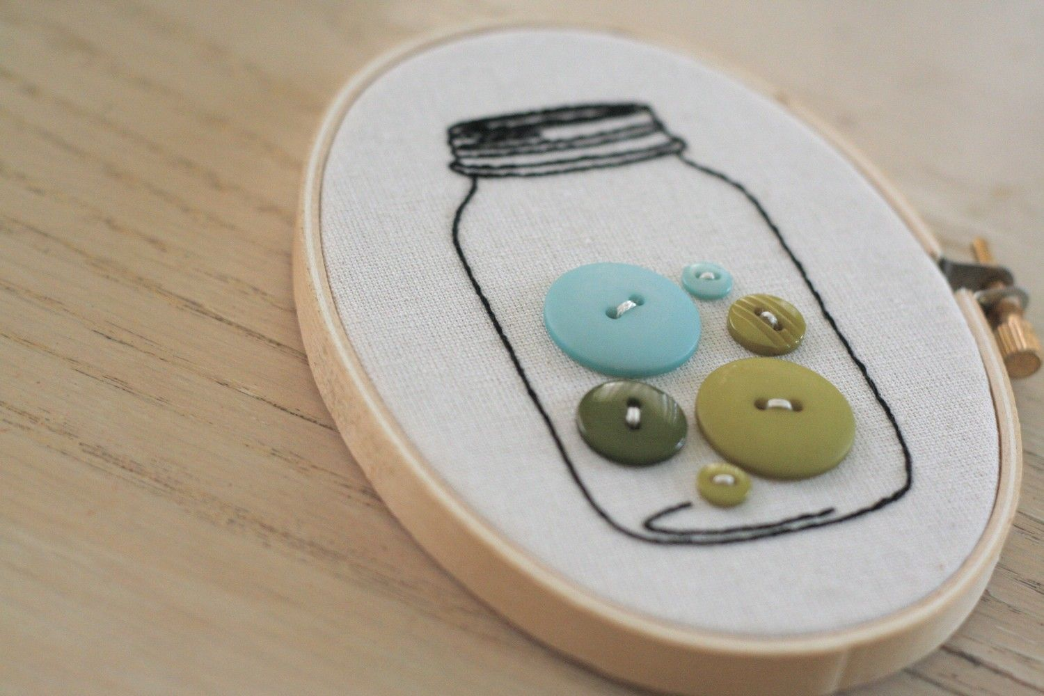 So cute and simple!!! Stamp with jar stamp/fabric paint and sew on the buttons! embroidered button jar in a hoop