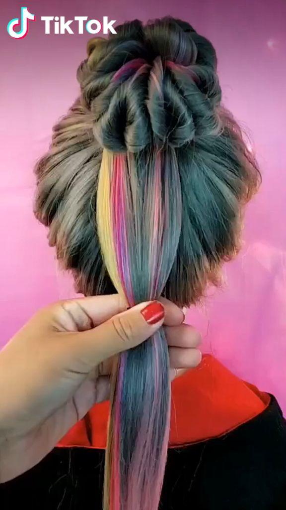 Super Easy To Try A New Hairstyle Download Tiktok Today To Find More Hairsty Neue Frisuren Geflochtene Haare Haar Styling