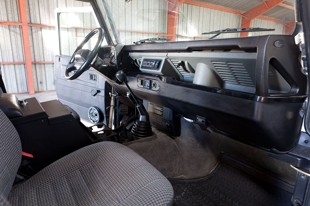 Defender 90 Interior Upgrades Google Search Trucks Pinterest Defender 90 And Land Rovers