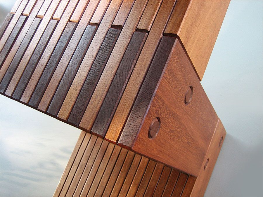Trone designed by Alfred van Elk for art event Symposion Gorinchem. Seat detail.