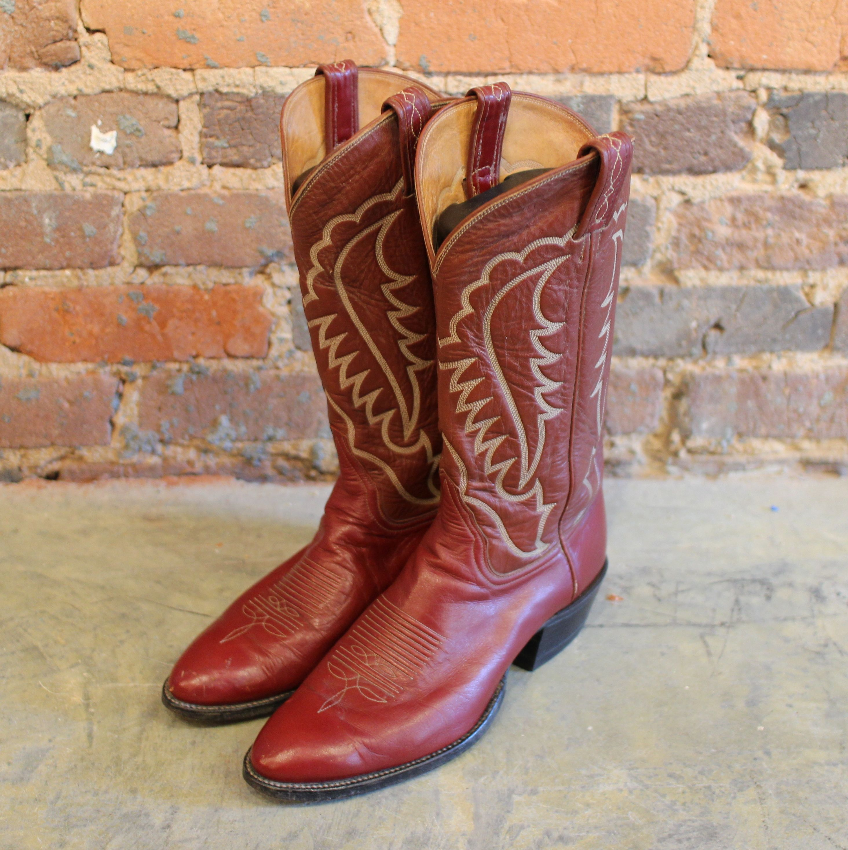 A classic look, Tony Lama Cowboy Boots size 10, Clothing Warehouse ...