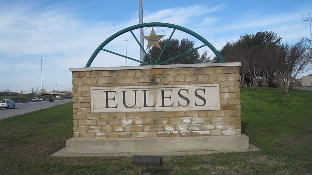 MVI_2745_Euless,_TX,_welcome_sign