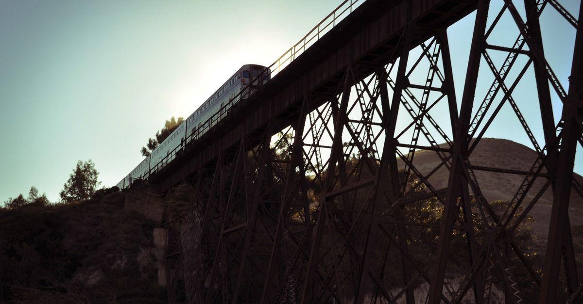 Train Hits 3 People Taking Photos on California Coast, 1