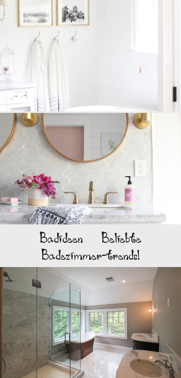Wande Aus Weissen Badezimmer Fliesen Und Ein Spiegel Und Ein Weisses Waschbecken Blaue Und Weisse Tucher Dekoration In 2020 Round Mirror Bathroom Bathroom Mirror Mirror
