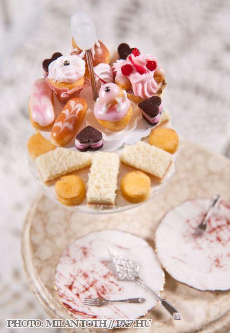 CDHM Artisan Orsolya Skulteti, IGMA Fellow of Orsi's Minis, www.cdhm.org/user/orsi.  1:12 Dollhouse miniature pastries