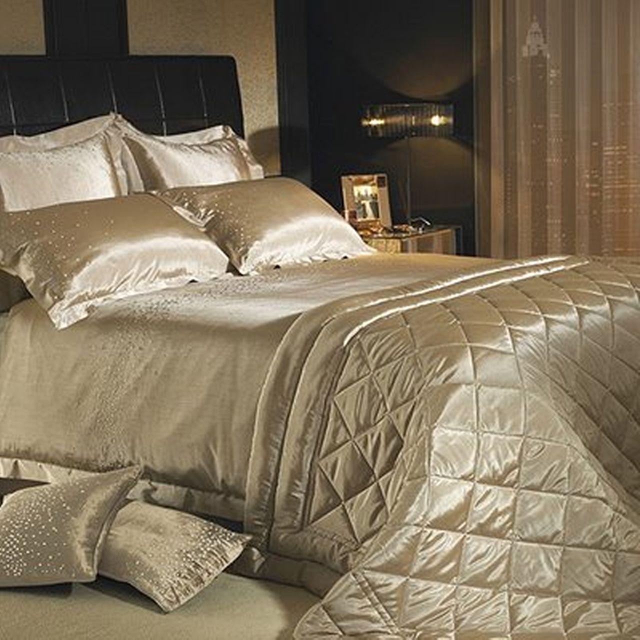 Silver Satin Diamond Pattern Bedding Silver bedroom