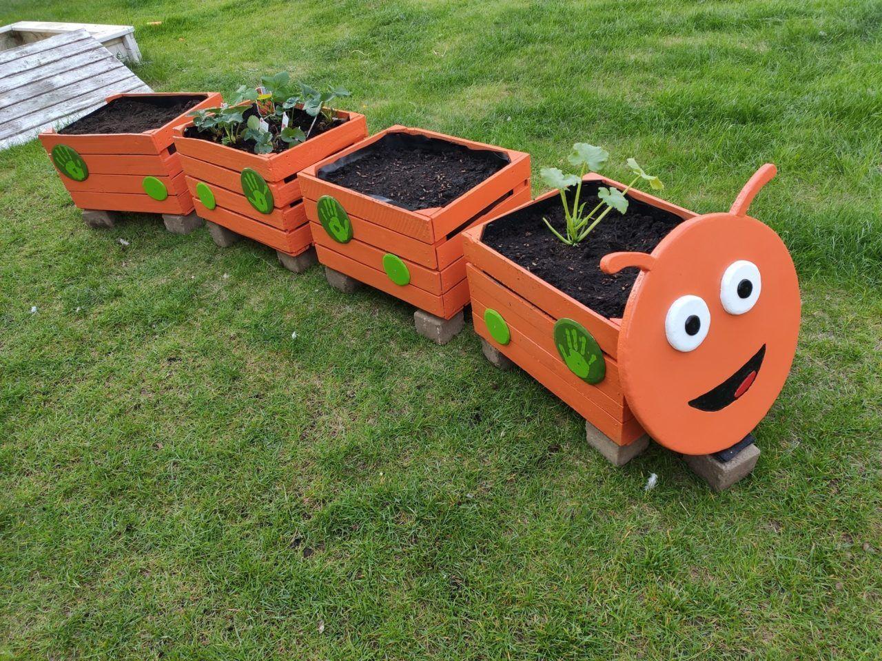 Bau der Selfmade Hochbeet Raupe für meinen Garten • splittscheid ...