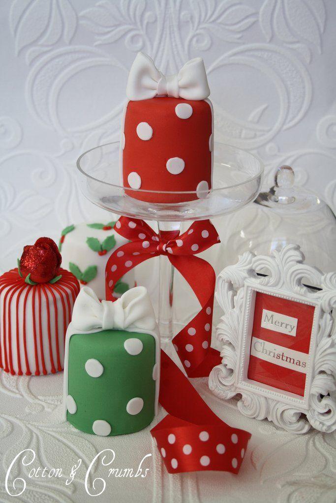 Mini Pasteles de Navidad con Círculos y Moños