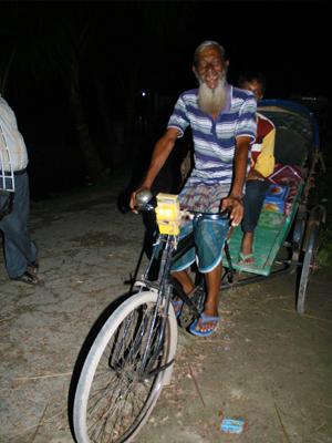 Sweet bike lights in Bangladesh! Habitat Nederland #solarpower
