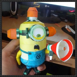 Despicable Me 2 - Carl Minion Bee-Do Free Papercraft Download | PaperCraftSquare.com