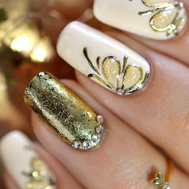 lovely gold and cream floral nails with nail foil accent by - modelos de uas