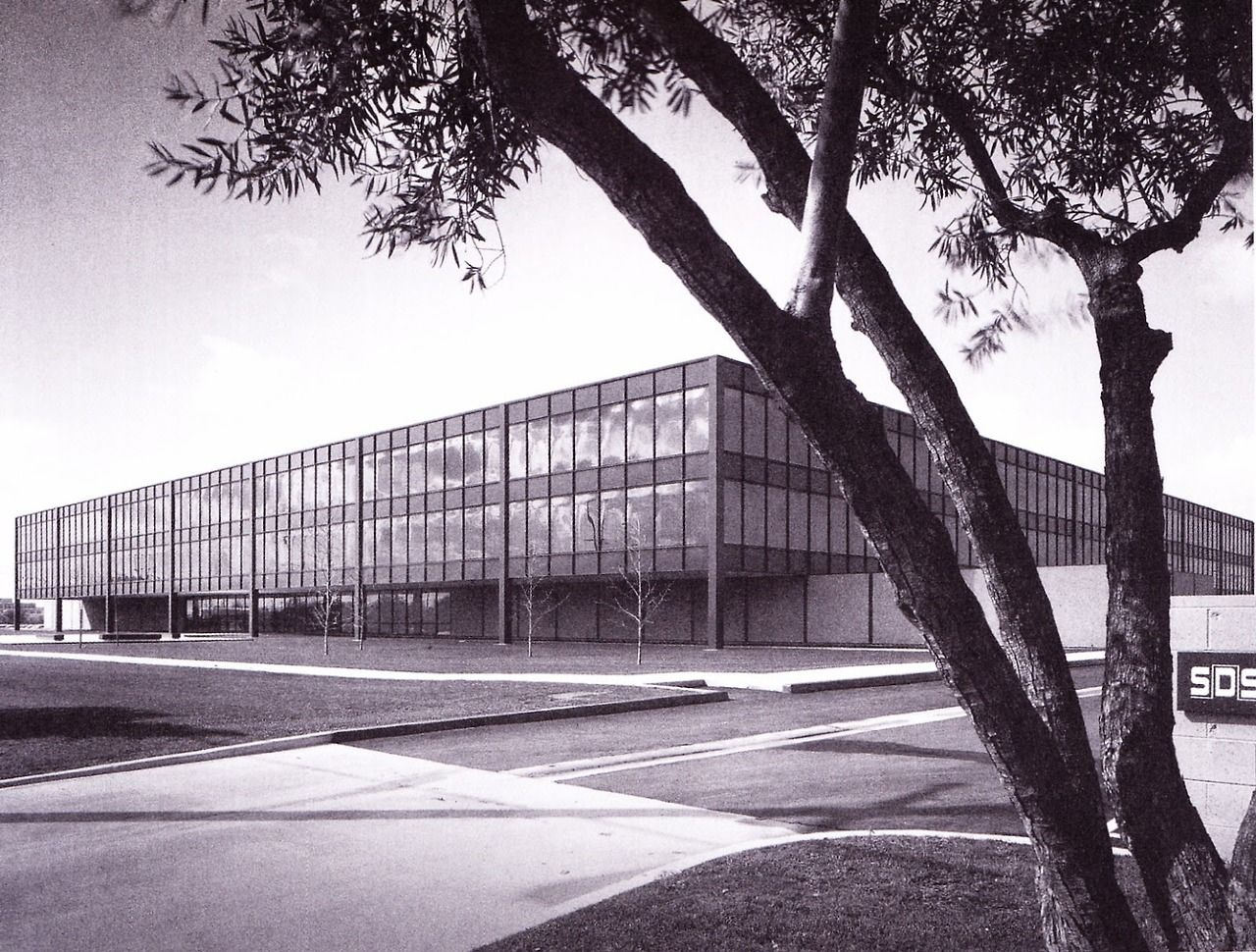 """Administration and Engineering Building (1966-68) of the Company""""SDS"""" in El Segundo, USA, by C... - #1960s #administration #architecture #architektur #craig #ellwood #glass #Steel #usa"""