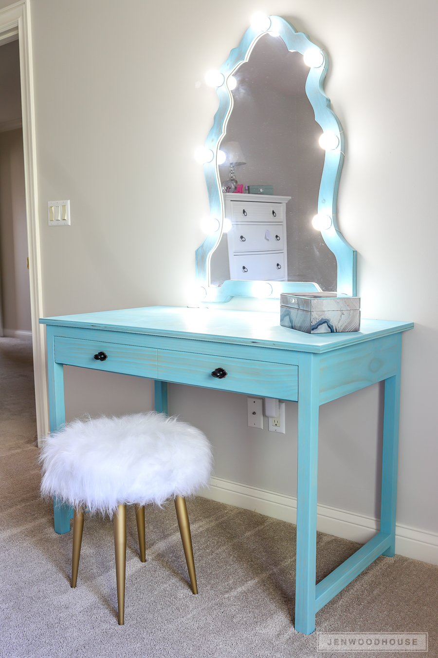How to build a DIY makeup vanity with lights desk with