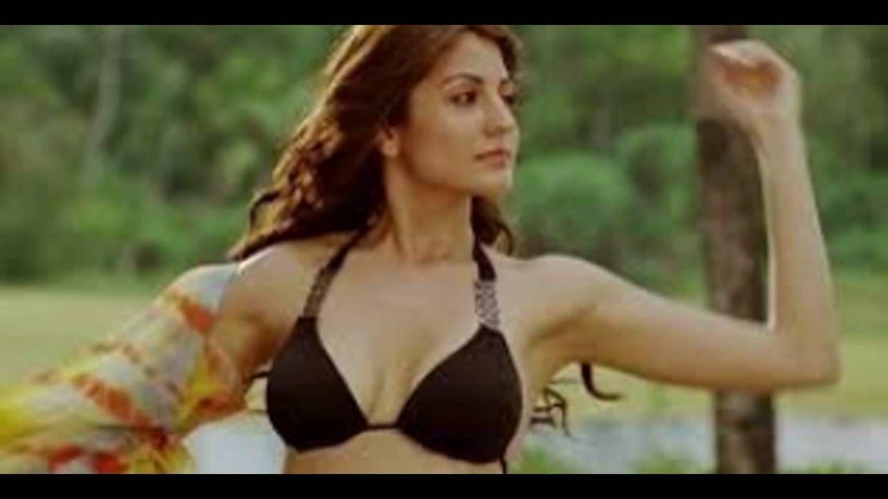 Anushka Sharma Bikini Boobs